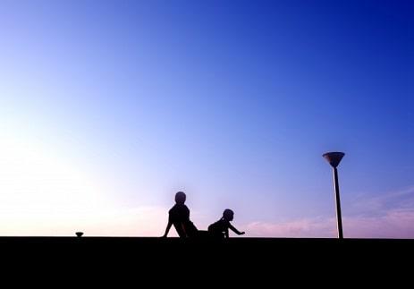 女優飯豊まりえと両親(父)のイメージ