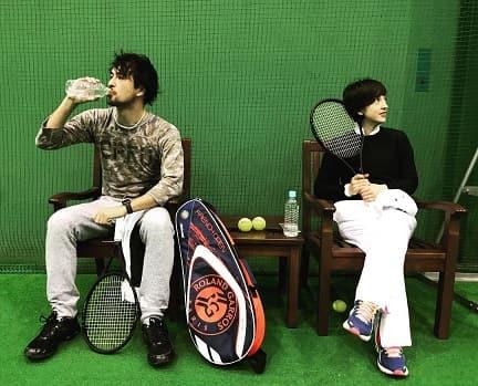 両親(父母)の好きなテニスをする滝川クリステル