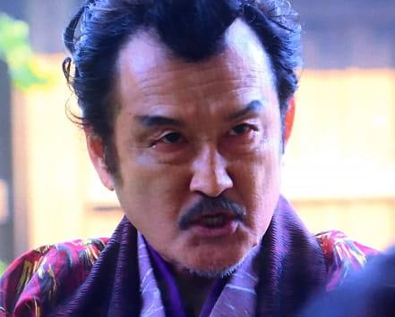 大塚明夫と似てる・そっくりな吉田鋼太郎