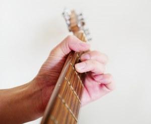 瑛人のギターのイメージ