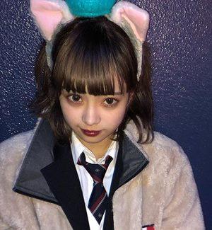 高校の制服姿のマリア愛子