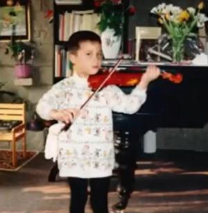 父親がドイツ人でハーフの声優の木村昴の子供の頃